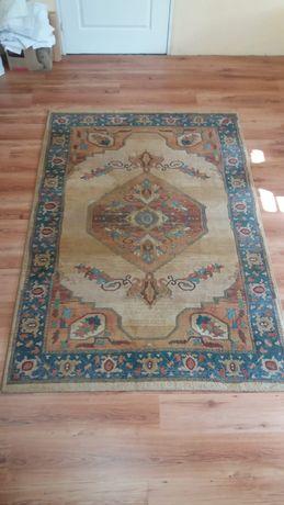 Piekny dywan z delikatnym wzorem 160x230