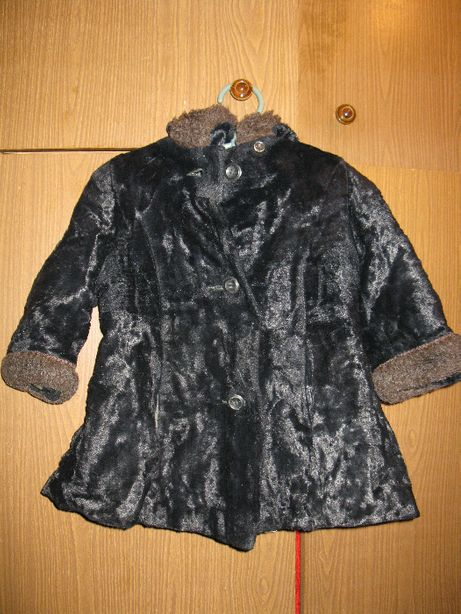 Шубка с капюшоном черная, девочке на 1,5 - 2 года