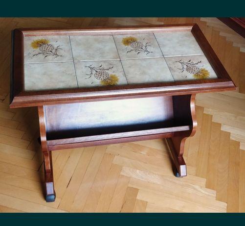 Gazetnik z drewna , stolik z drewna z gazetnikiem