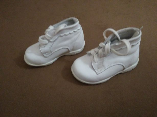 skórzane białe pełne butki