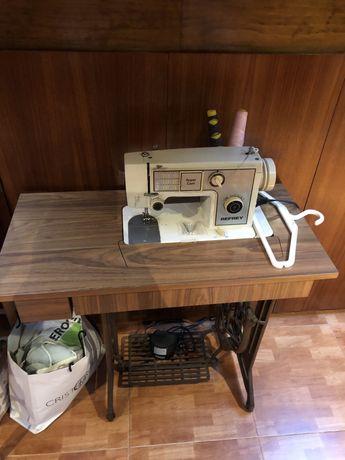 Maquina costura Refrey