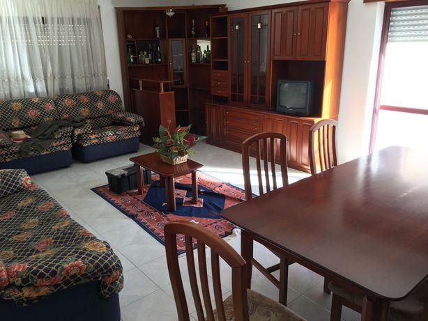 Mobília de sala em cerejeira: bar + 2 móveis + mesa + sofás + cadeiras