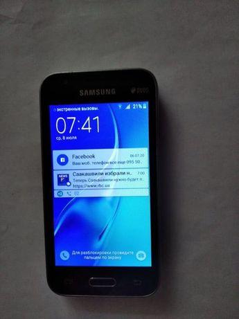 Телефон Samsung Galaxy J105black