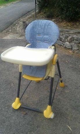 Cadeira para refeições Bébe Confort, modelo Oméga.
