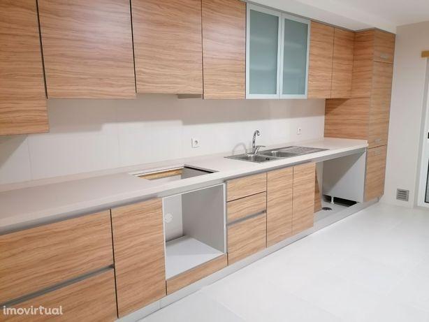 Fabuloso T4 com 200 m2 - Duas Suites !