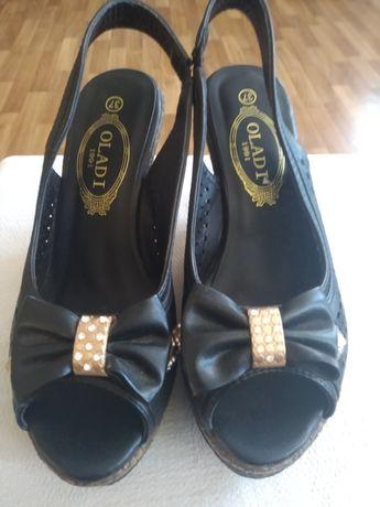 Туфли босоножки ботинки кроссовки Oladi