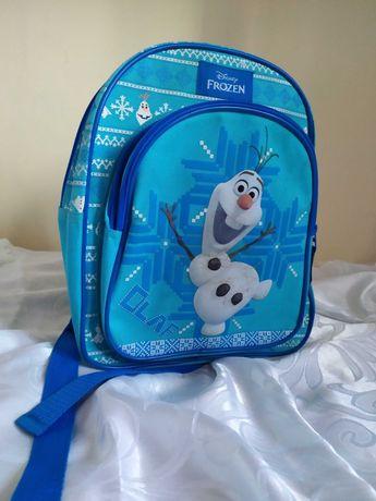 Plecaczek z uroczym Olafem