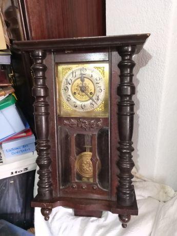 Relógio antigo parede