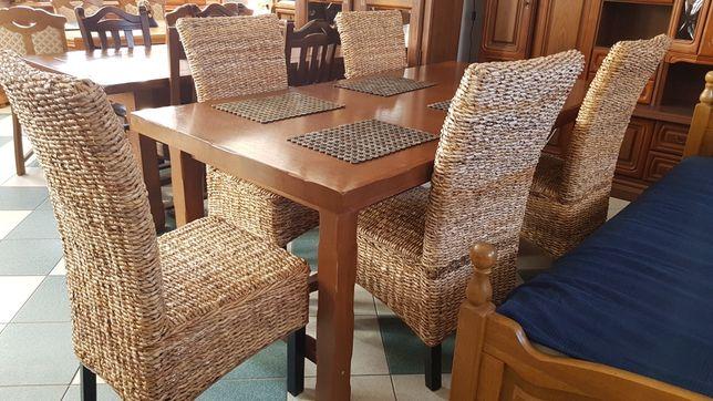 Ciemny dębowy stół z 5 krzesłami