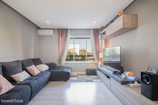 Apartamento totalmente remodelado, 3 quartos, Caparica, Almada