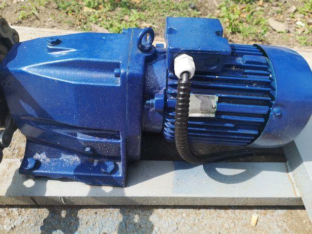 Motoreduktor 2.2 kw 67 obrotów
