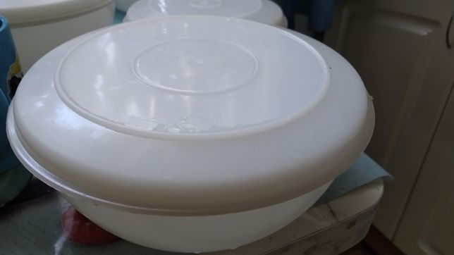 Продам пластмассовые тарелки с крышкой и сухое горючее