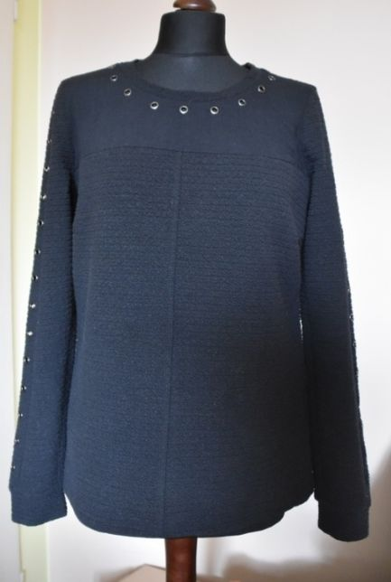 sweterek z kółeczkami na rękawach M