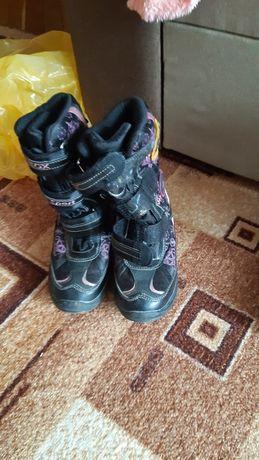 Демісезонні черевики, кросівки Geox