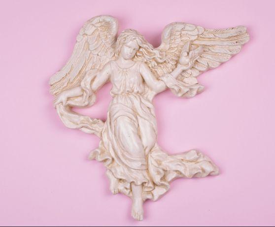 Anioł z gołębiem figura anioła aniołek
