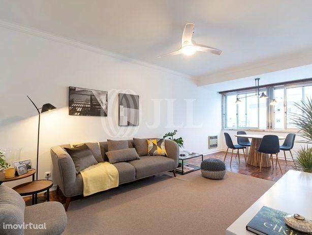 Apartamento T3 totalmente renovado com arrecadação nas Pe...