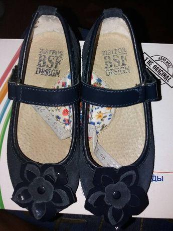 Продам замшевые туфельки 27-й размер, 17,5 см по стельке.Фирма BISTFOR
