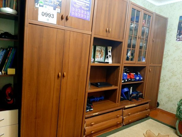 Стенка либо отдельно шкафы