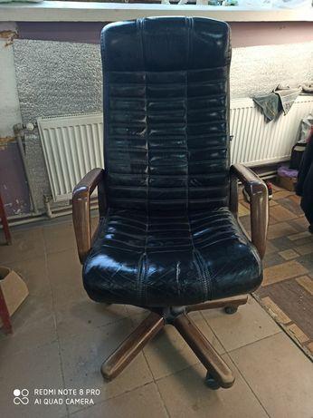 Кресло директора кожаное