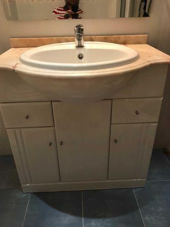 Móvel casa de banho com lava-mãos