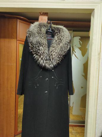 Продам пальто с меховым воротником