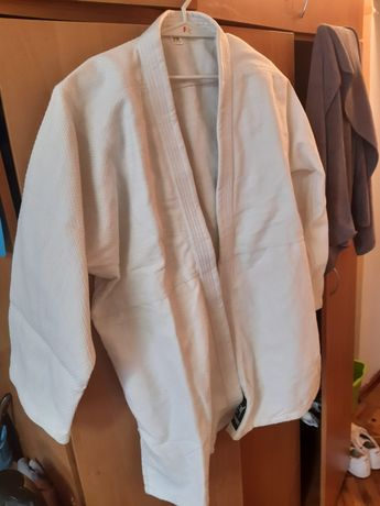 Продам кимоно срочно , не дорого,  новое
