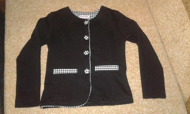 Новый трикотажный пиджак для девчонок
