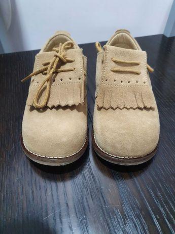 Vendo sapatos bejes da Knot tamanho 26 em excelente estado
