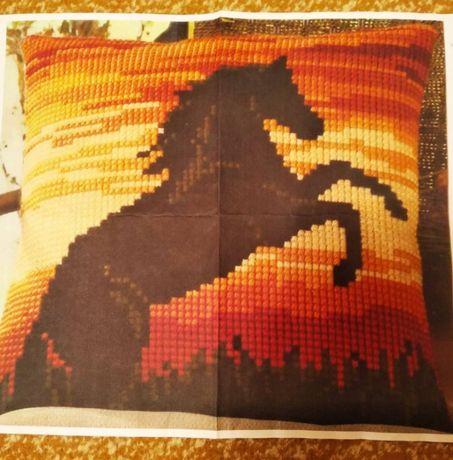 """Образец для вышивки подушки крестом """"Лошадь"""""""