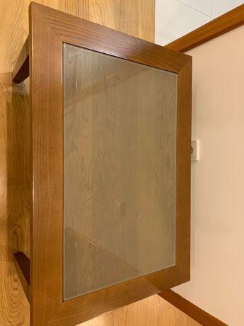 Mesa de madeira com vidro