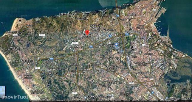 Terreno urbano no centro Monte de Caparica para edifício com dois ...