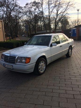 Klasyczny Mercedes do ślubu lub na inną okoliczność