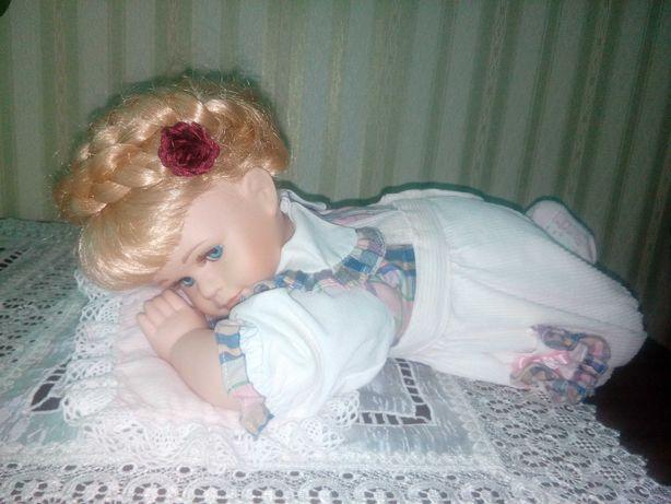 Lalka z porcelany (stan kolekcjonerski)