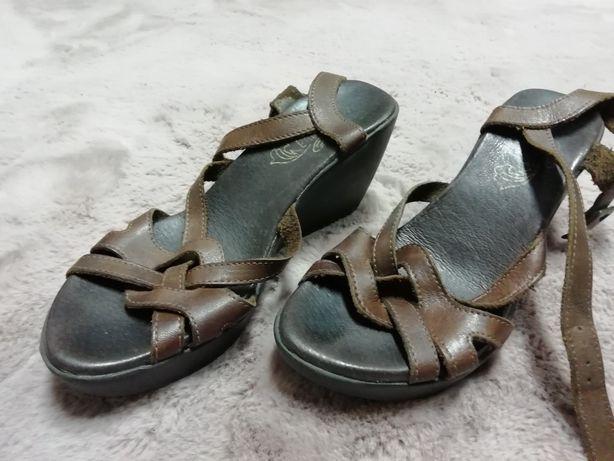 Sandálias de pele- Foreva Sapatarias