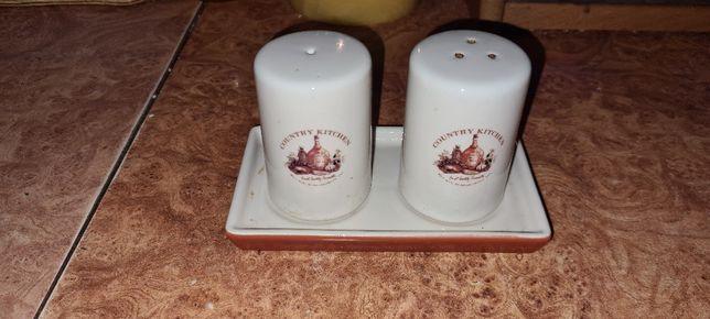 Керамический набор на кухню:перечница и солонка