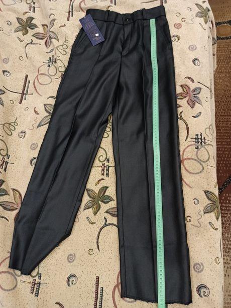 Школьные черные брюки с переливом