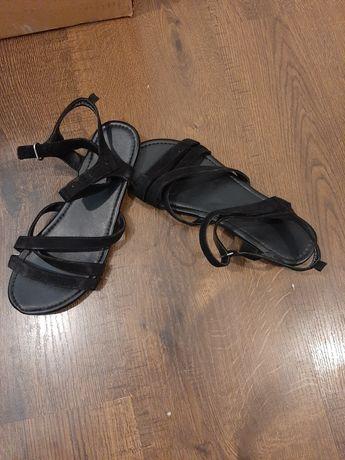 Sandałki 36 ubrane raz