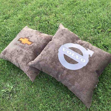 Подушка декоративная с вышивкой логотип автомобиля