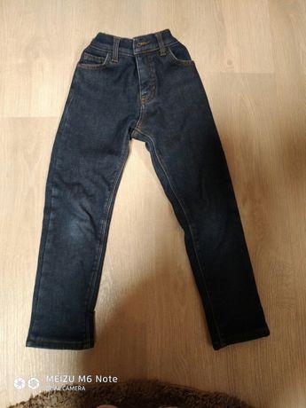 Продам джинсы утеплённые для мальчика
