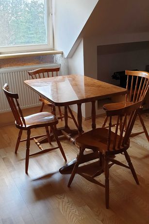 4 krzesła i stół