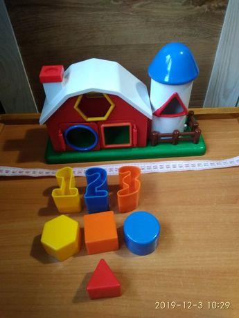 Сортер. Розвиваюча гра для маленьких дітей.
