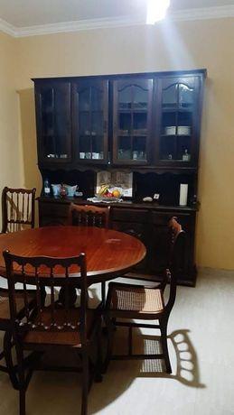 Movel aparador e mesa de jantar