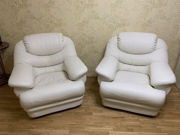 Продаются 2 отличных кресла
