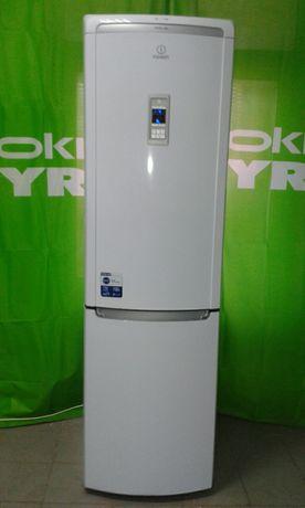 Холодильник  Indesit  дисплеем управления и температура, нижней  мороз