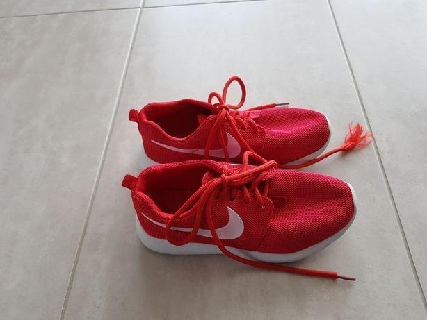 Nike dziewczęce czerwone rozm. 33