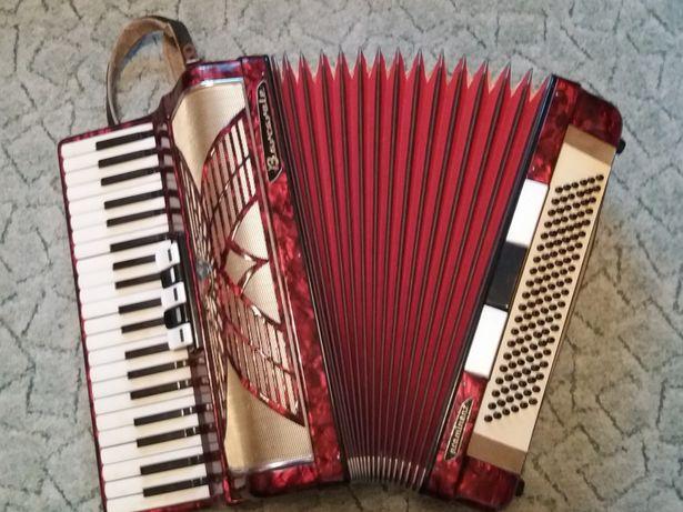 Продаю немецкий аккордеон Barcarole