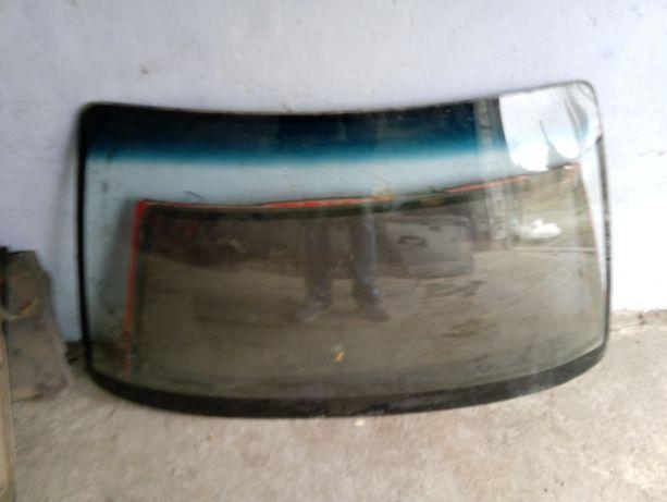 Лобовое стекло на нисан