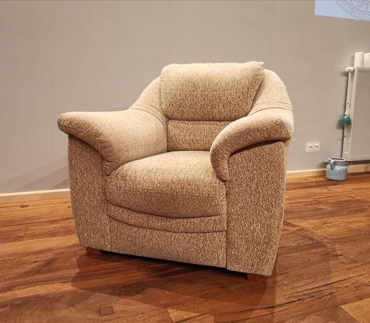 Klasyczny fotel tapicerowany - beż/kawa z mlekiem