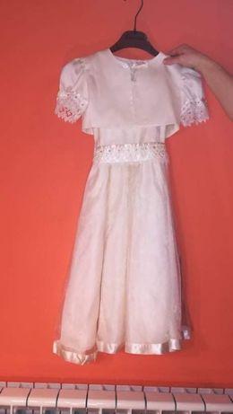 Śliczna biała sukienka z bolerkiem