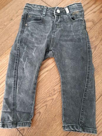 Czarne jeansowe spodnie Zara